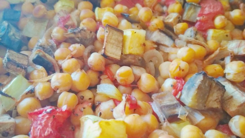 Recipe Baked chickpeas with eggplant cucumbers and tomatoes